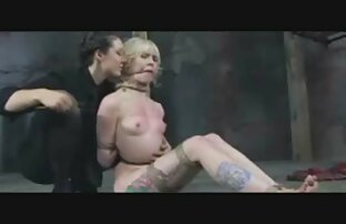 अनुभवी पकड़ने अपने डिवाइस पर एक सेक्सी पिक्चर वीडियो में युवा लोलिता रोपण है